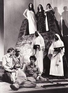Сцена из спектакля «Антоний и Клеопатра в постановке Р. Планшона